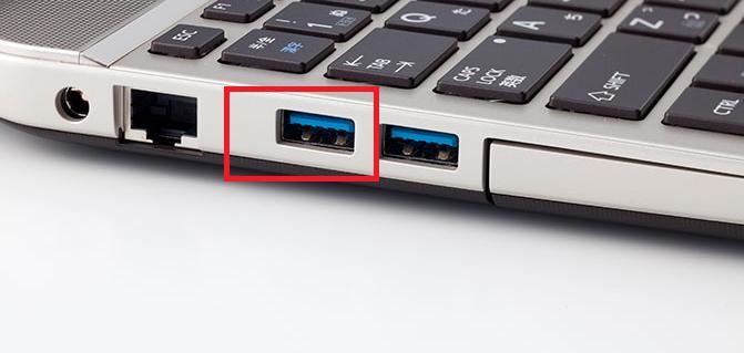 自宅にUSBポートの付いているパソコンがあれば充電できる